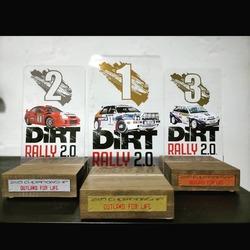 Fabricación de trofeos personalizados, metacrilato con bases de madera.  #vinilame #trofeos #trofeospersonalizados #dirtrally2 #dirtrally