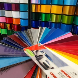 Ampliamos gama de colores para wrapping 😍 Pa' gustos colores... 🤣  #vinilame #wrapping #wrappingmallorca #wrapcar #wrappingcars #wrappedcars #oracal970